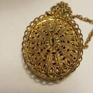 Jewelry - Vintage Flower Necklace